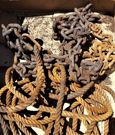 MI - Anchor chain in box