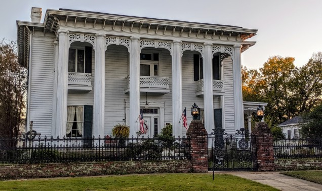 Guess what? Another stunning antebellum home!