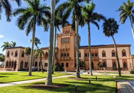 Front of the Ringling mansion